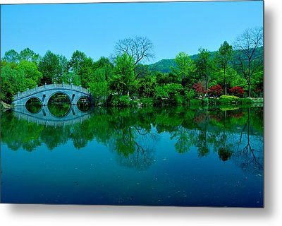 Oriental Bridge Over West Lake Metal Print by Larry Moloney