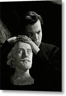 Orson Welles Resting On A Sculpture Metal Print