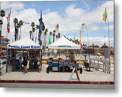 Pacific Coast Kites And Paradise Dogs On The Municipal Wharf At The Santa Cruz Beach Boardwalk Calif Metal Print by Wingsdomain Art and Photography