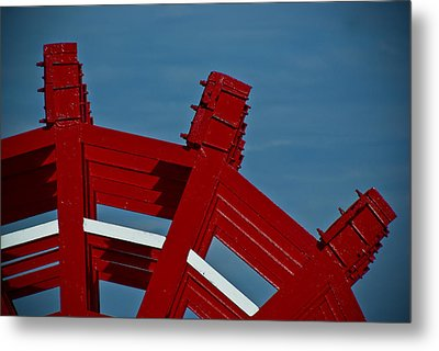 Metal Print featuring the photograph Paddle Wheel On The Mississippi River by Ray Devlin
