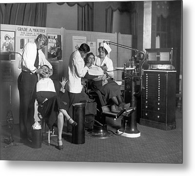 Painless Modern Dentistry Metal Print by Underwood Archives