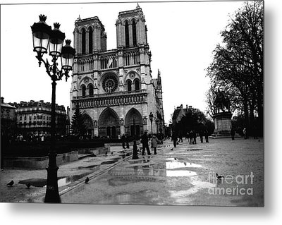 Paris Notre Dame Cathedral - Notre Dame Cathedral Courtyard Rainy Black And White Metal Print by Kathy Fornal
