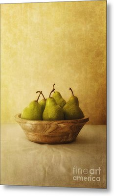 Pears In A Wooden Bowl Metal Print by Priska Wettstein