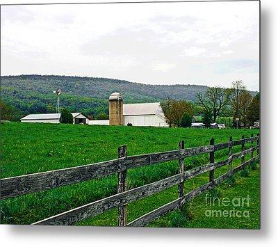 Pennsylvania Farm Metal Print by Larry Oskin