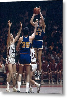 Pete Maravich Shooting In Traffic Metal Print