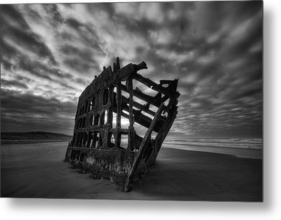 Peter Iredale Shipwreck Black And White Metal Print