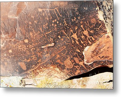Petroglyphs On Newspaper Rock Petrified Forest National Park Closeup Metal Print by Shawn O'Brien