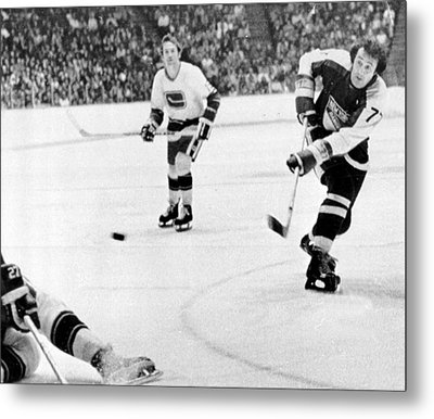 Phil Esposito In Action Metal Print by Gianfranco Weiss