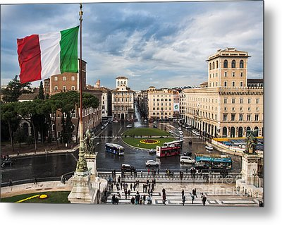 Metal Print featuring the photograph Piazza Venezia by John Wadleigh