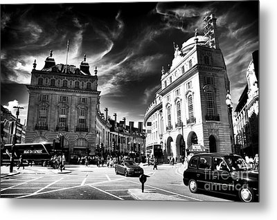 Piccadilly Circus Metal Print by John Rizzuto