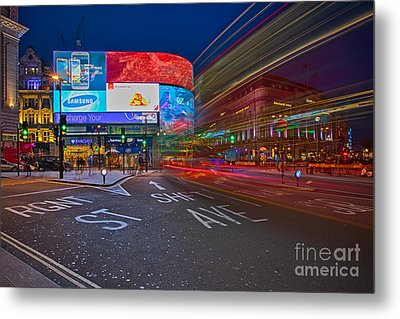 Piccadilly Circus Metal Print by Pete Reynolds
