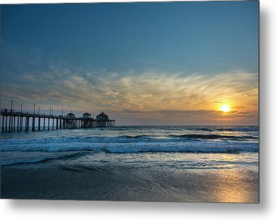 Pier And Sunset Metal Print by Roberto Lopez