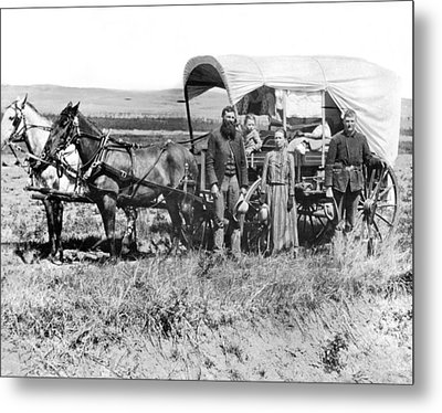 Pioneer Family And Wagon Metal Print by Underwood Archives