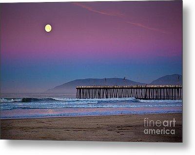 Pismo Beach Moonset At Sunrise Metal Print