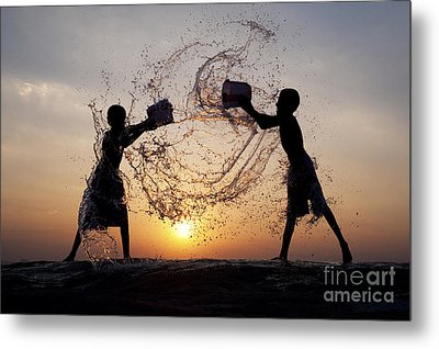 Playing With Water Metal Print by Tim Gainey
