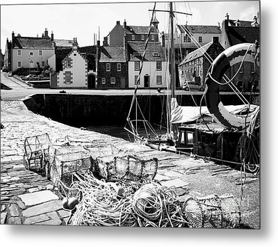 Portsoy Harbour 1 Metal Print by Malcolm Suttle