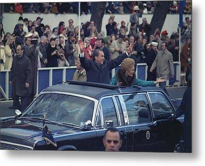 President And Mrs. Nixon Waving Metal Print by Everett