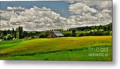 Priest River Barn Metal Print