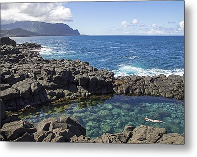 Princeville Queen's Bath Metal Print by Saya Studios