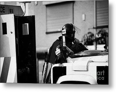 Psni Officer In Protective Riot Gear At Landrovers On Crumlin Road At Ardoyne Shops Belfast 12th Jul Metal Print by Joe Fox