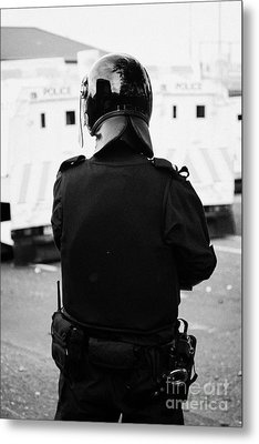 Psni Officer In Riot Gear On Crumlin Road At Ardoyne Shops Belfast 12th July Metal Print