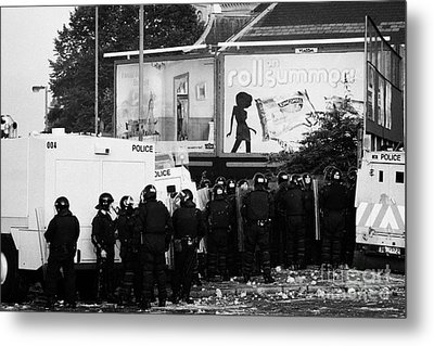 Psni Riot Officers Behind Armoured Land Rover Water Cannon Beneath On Crumlin Road At Ardoyne Shops  Metal Print