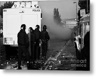 Psni Riot Officers Behind Water Canon During Rioting On Crumlin Road At Ardoyne Shops Belfast 12th J Metal Print by Joe Fox
