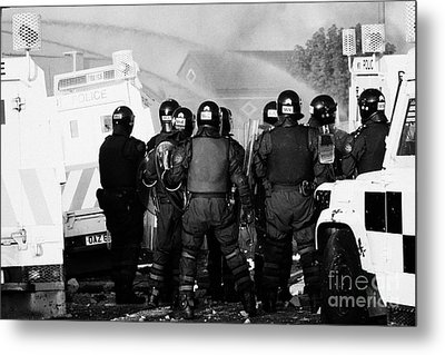 Psni Riot Officers Watch Rioting And Water Canon On Crumlin Road At Ardoyne Shops Belfast 12th July Metal Print