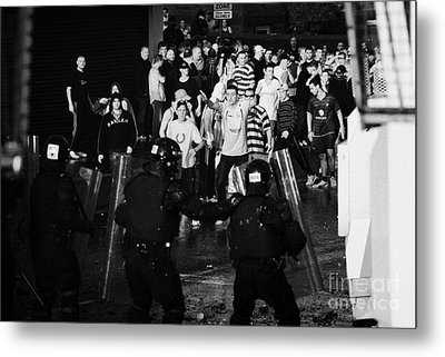 Psni Riot Police Face Angry Mob Of Rioters On Crumlin Road At Ardoyne Shops Belfast 12th July Metal Print