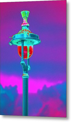 Psychedelic London Streetlight Metal Print by Richard Henne