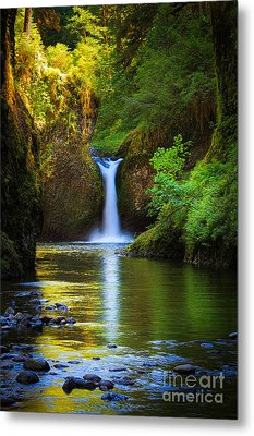 Punchbowl Falls Metal Print by Inge Johnsson