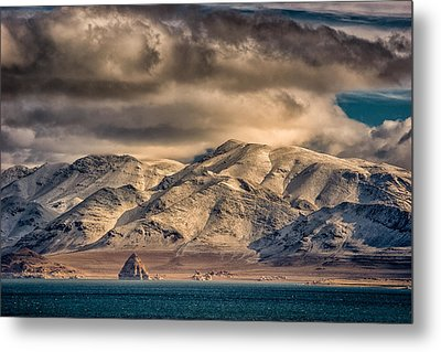 Pyramid Lake In The Morning Metal Print by Janis Knight