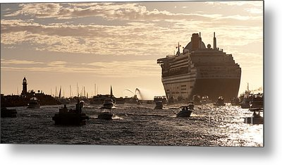 Queen Mary 2 Leaving Port 01 Metal Print by Rick Piper Photography