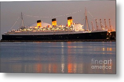 Queen Mary At Night Metal Print by Cheryl Del Toro