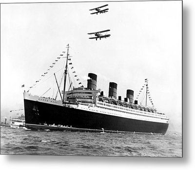 Queen Mary Maiden Voyage Metal Print by Underwood Archives