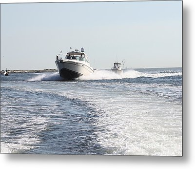 Racing To The Docks Metal Print by John Telfer