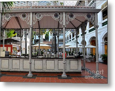 Raffles Hotel Courtyard Bar And Restaurant Singapore Metal Print by Imran Ahmed