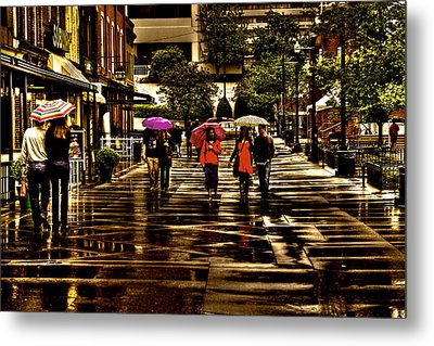 Rain In Market Square - Knoxville Tennessee Metal Print by David Patterson