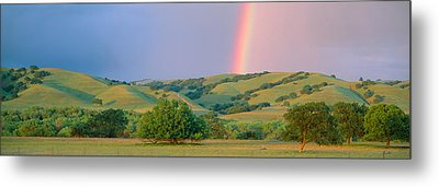 Rainbow And Rolling Hills In Central Metal Print