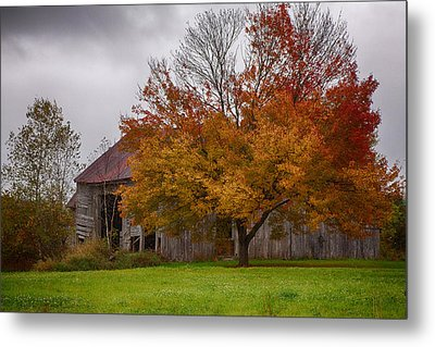Rainbow Of Color In Front Of Nh Barn Metal Print by Jeff Folger