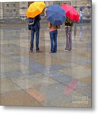Rainy Day Tourists Metal Print by Ann Horn