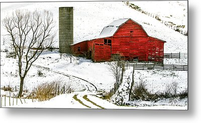 Red Barn In Snow Metal Print