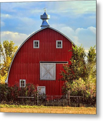 Red Barn Metal Print by Sylvia Thornton