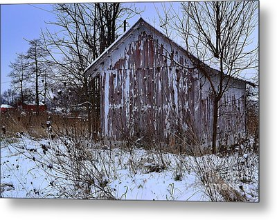 Red Barns In Winter Metal Print