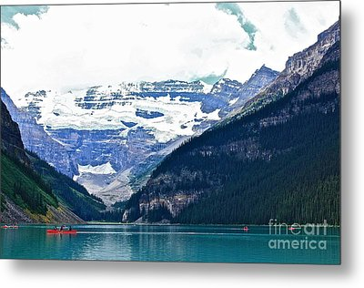 Red Canoes Turquoise Water Metal Print by Linda Bianic