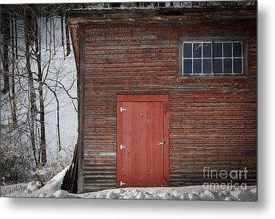 Red Door Red Barn Metal Print by Edward Fielding