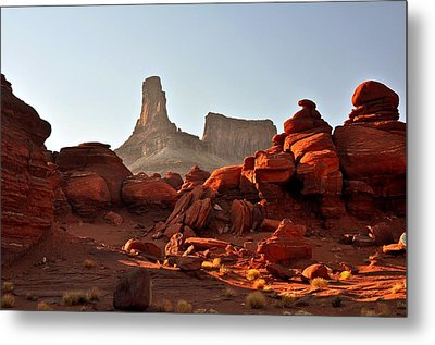Red Rock And Spire Metal Print by Marty Koch