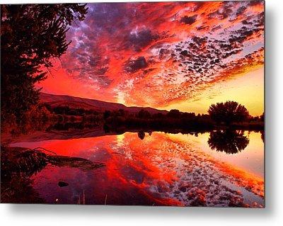 Red Sunset Metal Print by Lynn Hopwood