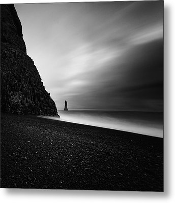 Metal Print featuring the photograph Reynisfjara by Frodi Brinks