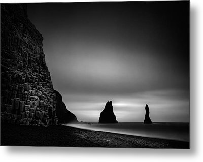 Reynisfjara Metal Print by Ian Good